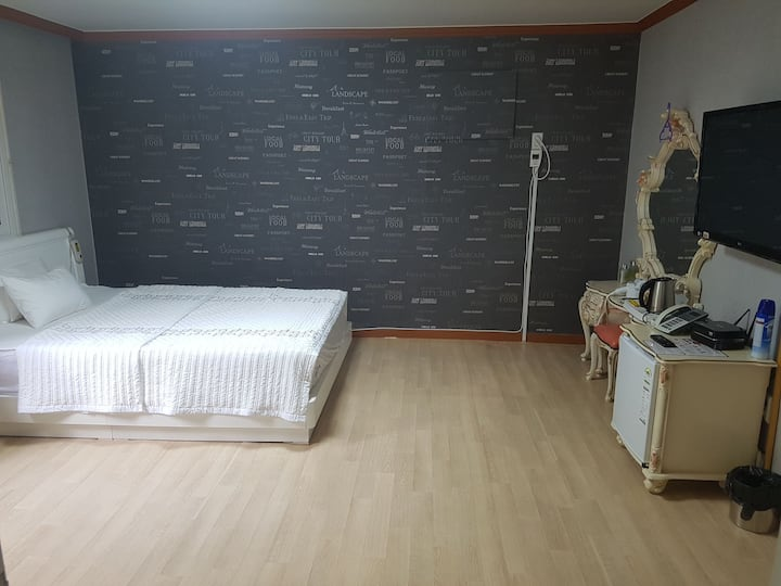 Near Busan bus terminal / reasonable cozy room