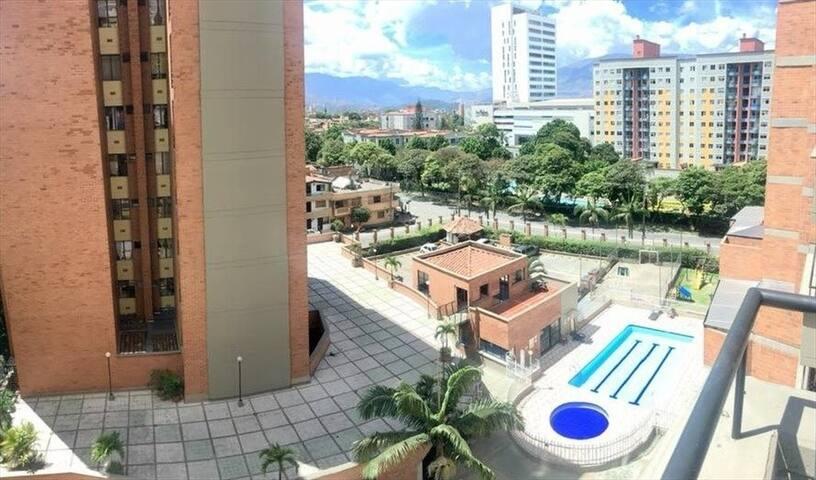 Confortable habitación en Los Alpes Medellín