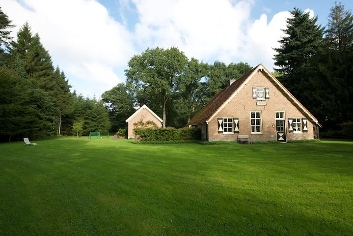 Fantastic family house on beautiful estate - Eesveen - Vila
