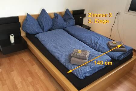 Zimmer 3 in der 2. Etage, mit 140cm Doppel-Bett