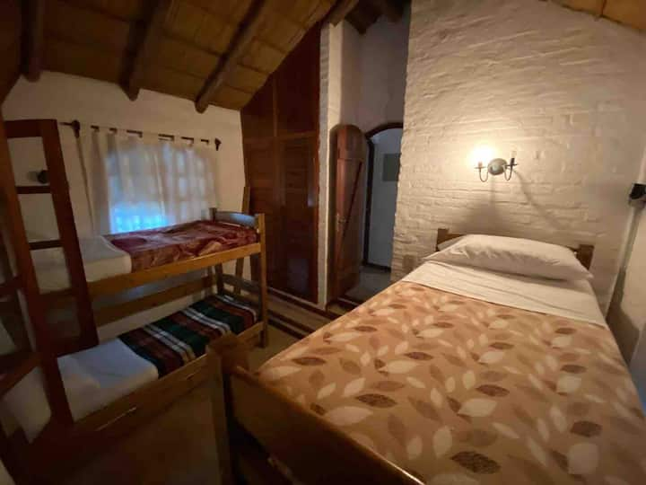 Cama en cabaña (Equipada para hostel)