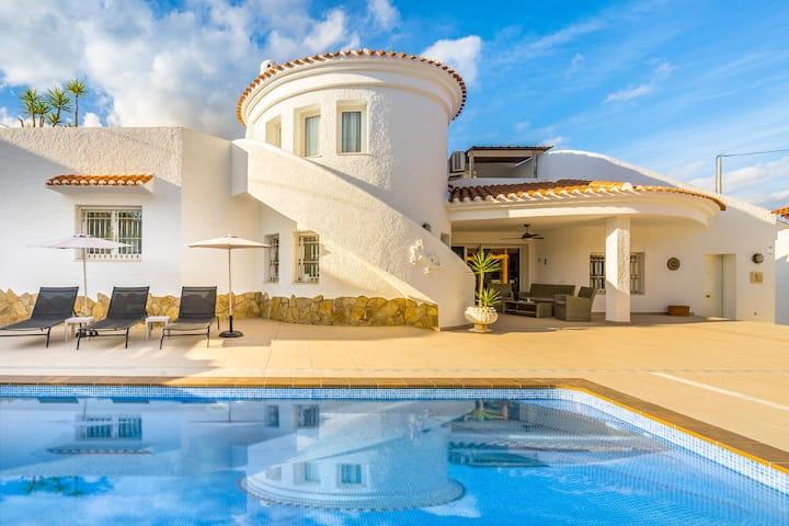 Casa Salamander, flott villa  med basseng i Albir