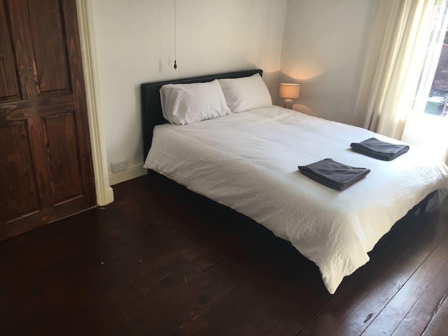 Bedroom (Middle Floor)