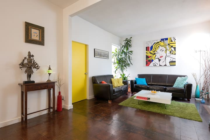 2 br sunny apartment, heart of SF