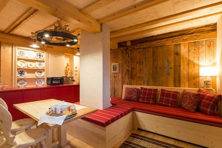 Apartment with sauna and view on Dolomites - Leilighet