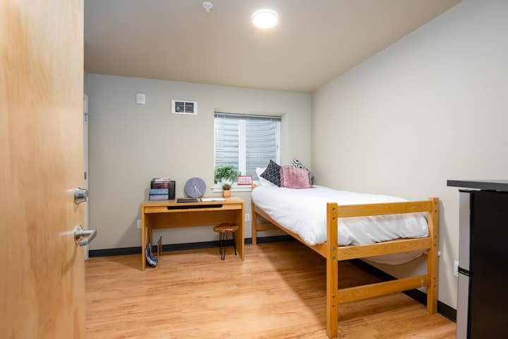 The perfect studio can't miss in the U-district