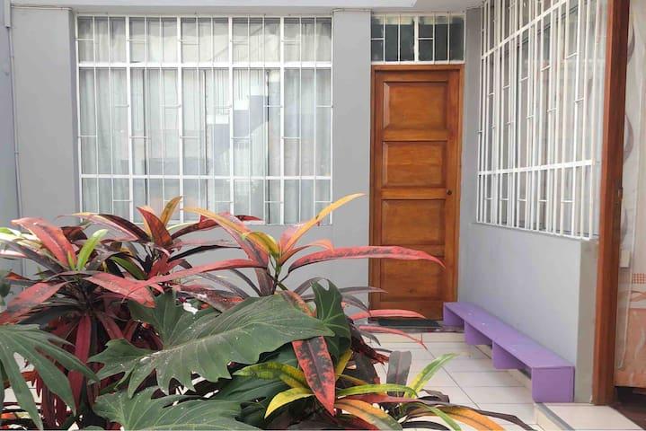 MIRAFLORES PRIVATE ROOM/HABITACIÓN PRIVADA EN CASA