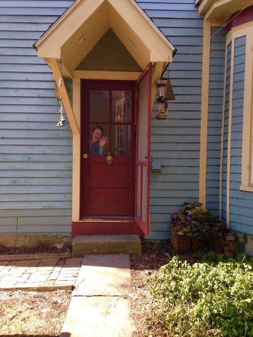 Oh hello! Apartment has private side entrance to left of house.