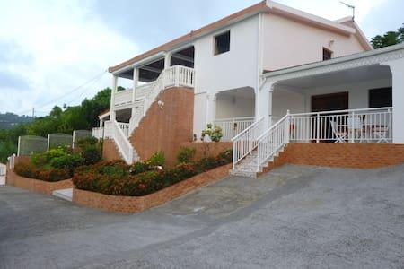 Appartement HIBISCUS - Saint-Esprit - Lakás