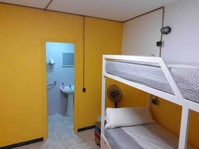 Rooms for 1-4 In Centre Lloret de mar