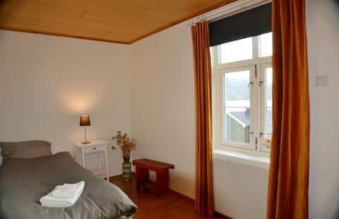 "Manor house - Room ""Olstinden"",  Hamnøy Reine"