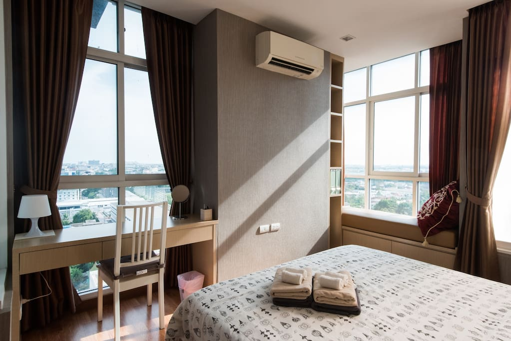 The master bedroom is a corner room with large windows, allowing you to have good view day and night.