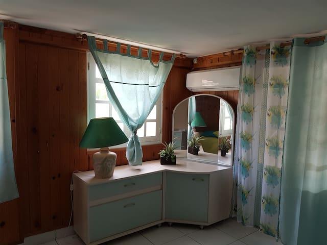 Bel appartement Bas de villa- Dampierre