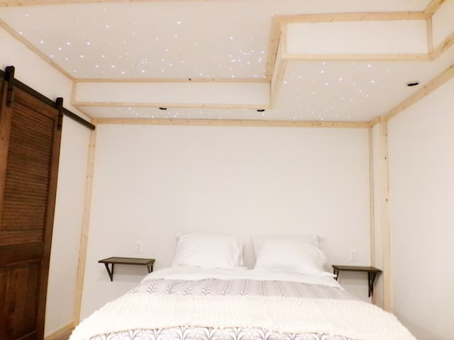 Queen size bed with star cieling