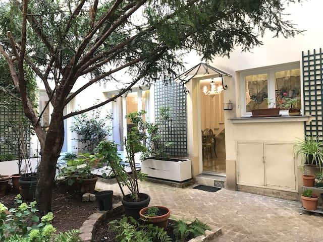 Le Marais : 11 PAX, 4 bedrooms, 4 bathrooms