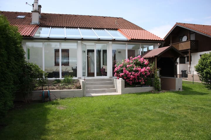 House with conservatory and garden in Vienna city