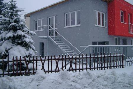 Ustron-centrum: apartament / ruhige Ferienwohnung - Ustroń