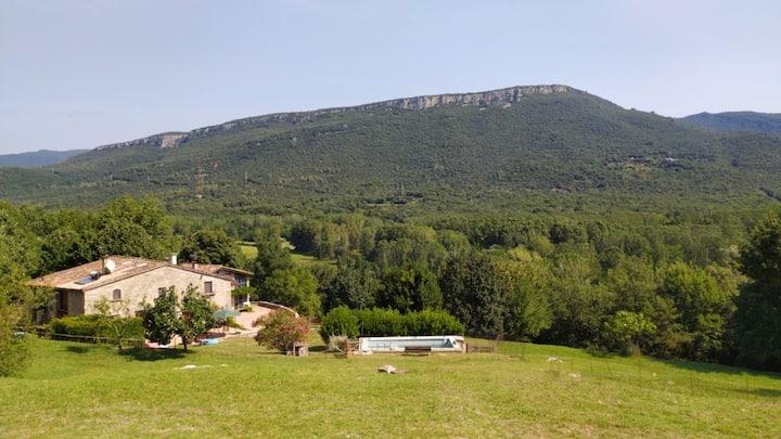 Masia amb encant i vistes a la Vall de Llèmena
