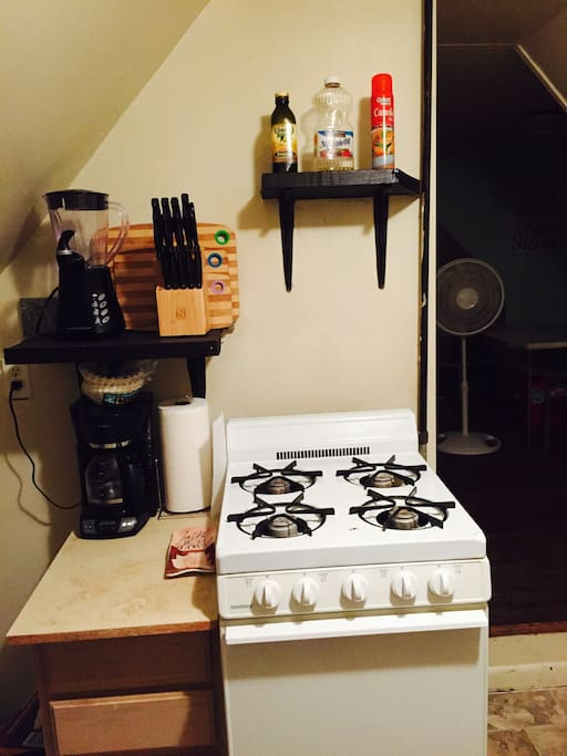 Full kitchen with gas stove for great cooking!