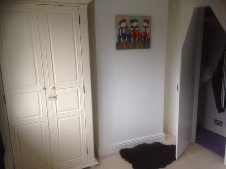 COSY QUIET CLEAN DOUBLE ROOM IN A IMMACULATE HOUSE