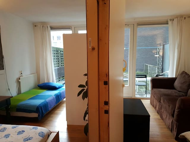 2person > 4person Budget home to home room+terrace - Amsterdam-Zuidoost - Apartment
