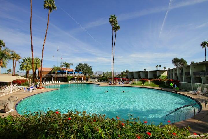 Luxury 2BR Pool View Resort Condo Location! PetsOK