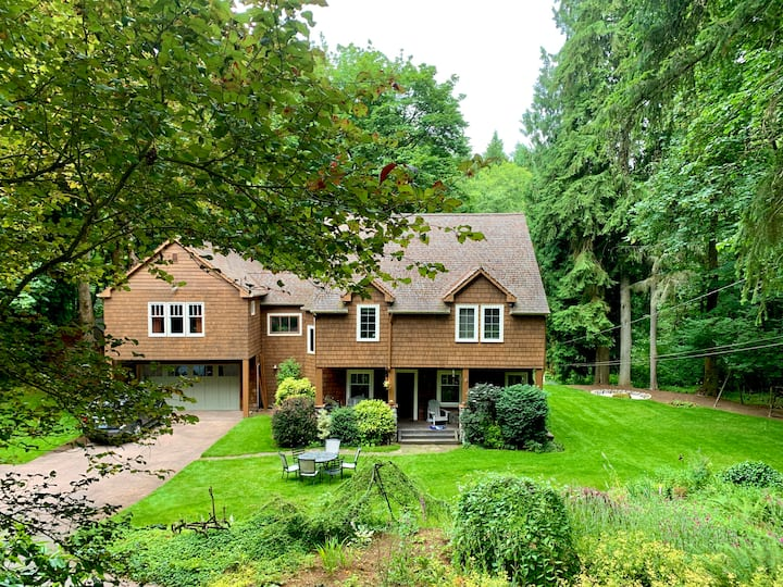 Tower Creek Hideaway in Lake Forest Park