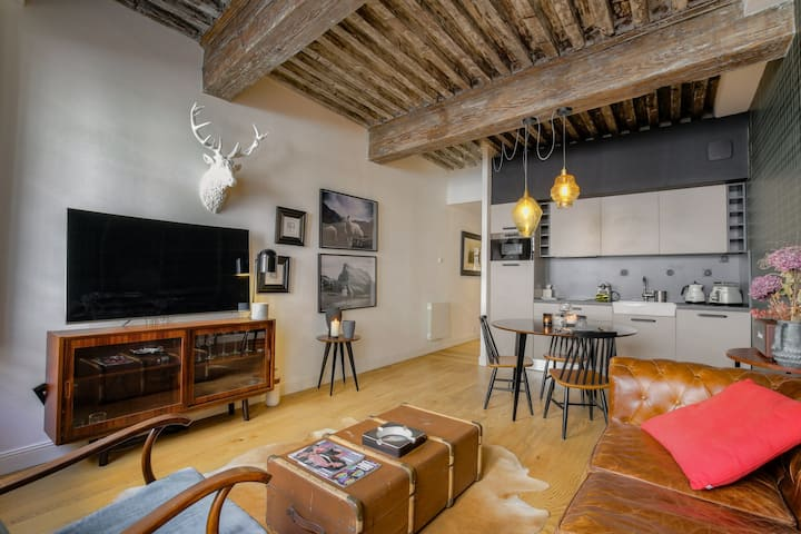 MAGNIFICENT APARTMENT - PLACE BELLECOUR LYON