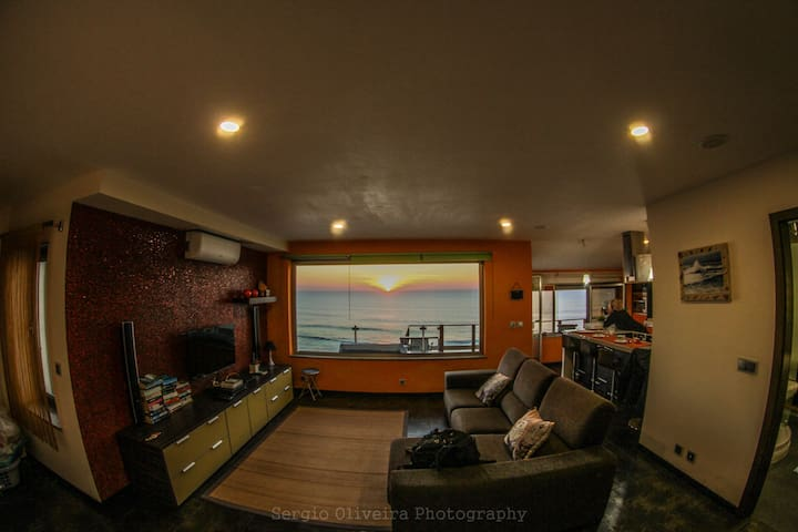 LIVING ROOM WITH GLASS ROOF VIEW SUNSET SALA . PÔR DO SOL