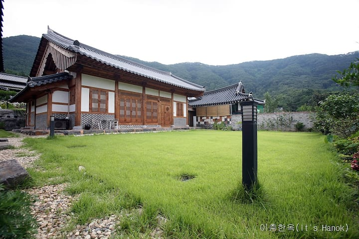 Georgeous Korean Traditional House(이층한옥)