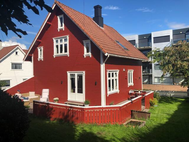 2 private rooms in cosy house near the city centre