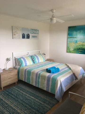 Sunrise Room - private room in Lakes Entrance