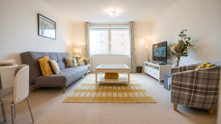 Stylish stay between the City Centre and The Bay