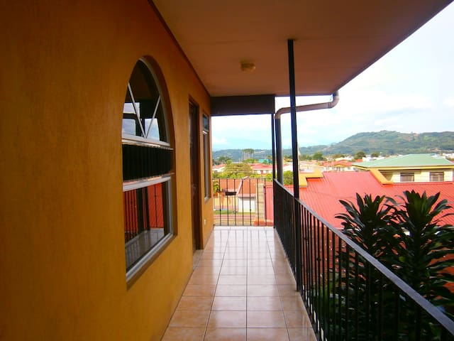 Excelente ubicación para conocer Costa Rica - San Ramon - Flat