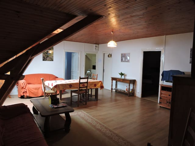 Appartement au coeur d'un village pittoresque - Égliseneuve-d'Entraigues - Appartamento