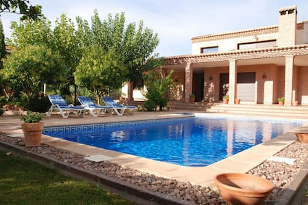Three Rooms in Villa - Urbanización Las Nieves - Bed & Breakfast