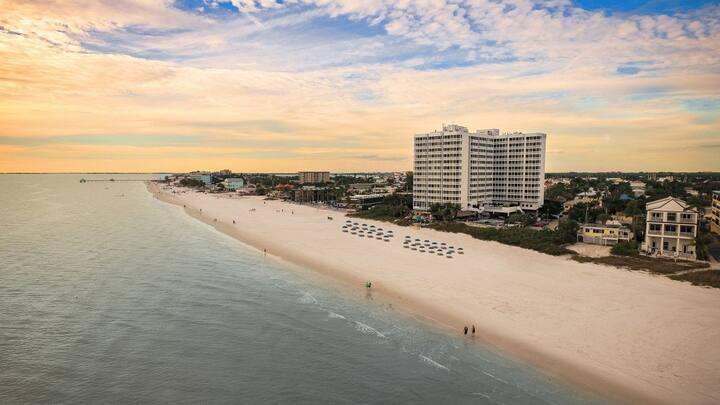 Clean and Modern King Units, Restaurant, Spa,Beach