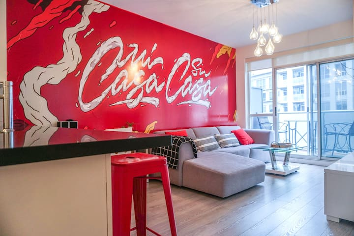 Downtown Pop Art Condo in Entertainment District