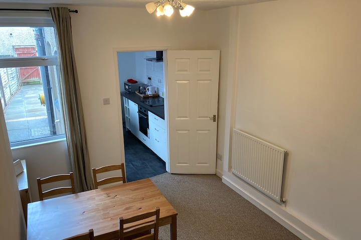CV213SG Mid-Terraced 2 Bedrooms Near Rugby Station