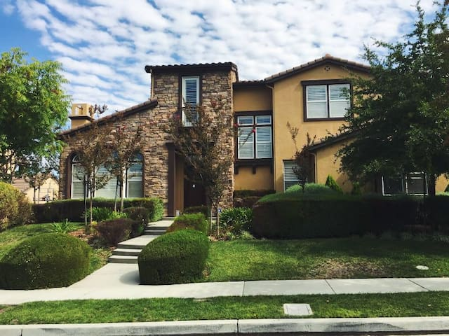 6 bed/4.5 bath/office huge luxury - San Jose