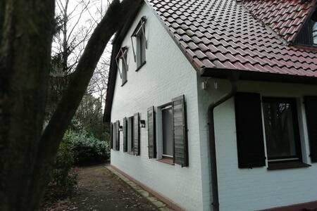 quiet and comfortable guest room in Scheeßel