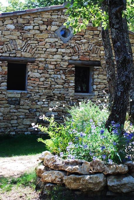 Front of the house. Façade Ouest de la maison