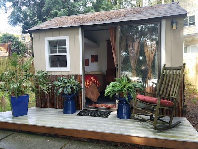 Peaceful Cabana Retreat with Hot Tub - Shoreline - Overig