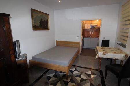 1 Zimmer Appartement, Stilvoll Antik eingerichtet