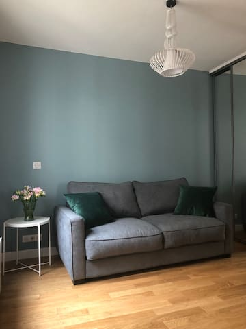 Beautiful studio for rent near Champs Elysées