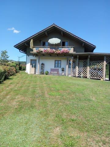 Ferienwohnung Holzapfel (Geiersthal), Ferienhaus Holzapfel-Häusl (60qm) mit Balkon und Küchenzeile