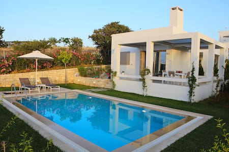 Villa Arismari, brand new, near the beach,sea view