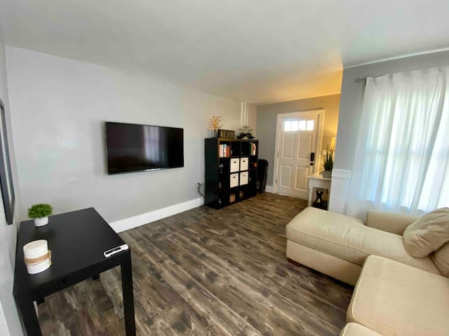 Newly Renovated Apartment#1 - Walkable to Downtown