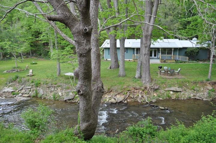 Bold Creek Getaway 15 min. from Asheville-BlackMtn