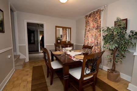 Fine dining, fabulous nightlife, quiet home & fun!